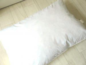 無印良品 (羽毛枕、マクラカバー 3セット) ユニクロ (ベッドパッド)